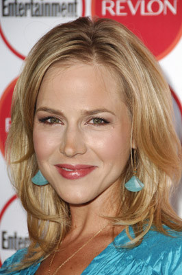 Julie Benz 157637