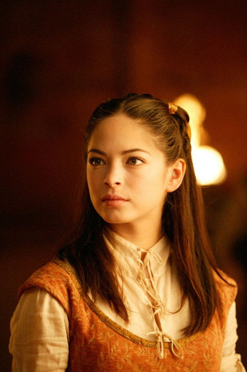 kristin kreuk on the screen